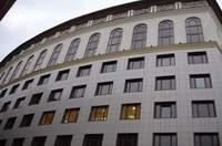 деревянные окна в крупных зданиях